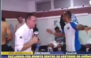 Jogador perform gremio pelado hardly any vesti&aacute_rio - L&eacute_o Gomes pelado gremio