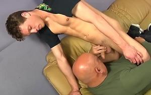 Husky shine enjoys a sloppy oral-sex