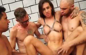 Ghetto-blaster Gabi Ferrari Group sex