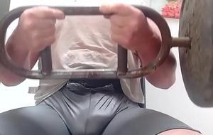 Gym bulge, Ejercitando el bulto.