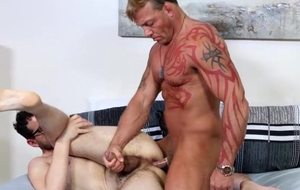 Muscular dude fucks his boyfriend adjacent to predilection coupled with the hots